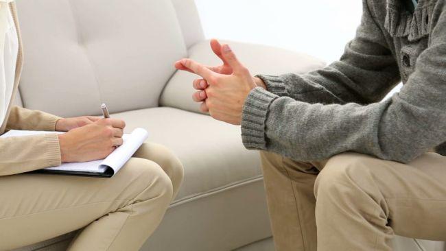 психолог консультирует